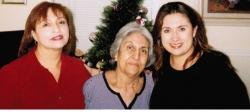 Elvira Gomez Fuentes, daughter of Julian R Gomez, with daughters